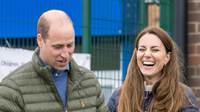 El príncipe William y Kate Middleton riendo juntos