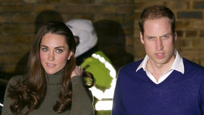 Kate Middleton y el príncipe William caminando juntos
