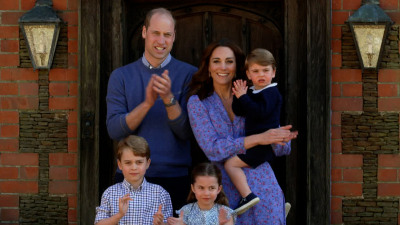 El príncipe William, Kate Middleton y sus hijos aplaudiendo