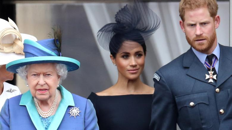 Deberes oficiales de la reina Isabel Meghan Markle y el príncipe Harry