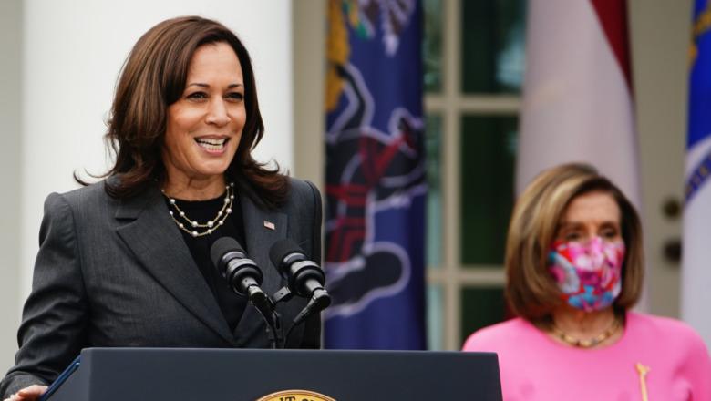 Kamala Harris junto a Nancy Pelosi