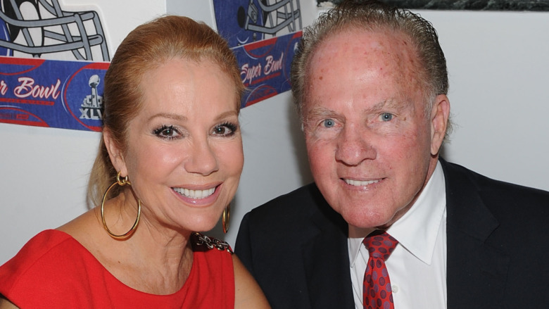 Frank Gifford y Kathie Lee Gifford sonriendo