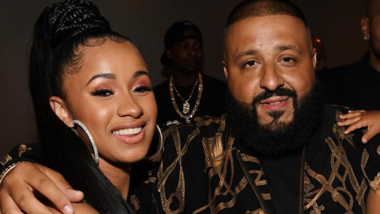 Cardi B y DJ Khaled sonriendo