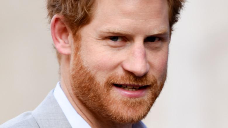 Príncipe Harry pelo desgreñado