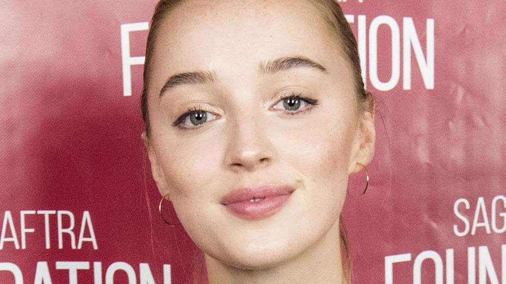 Labios de Phoebe Dynevor