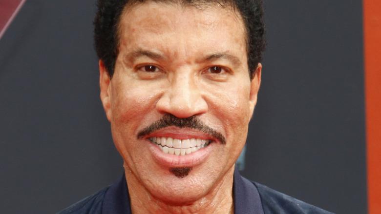 Lionel Richie sonriendo