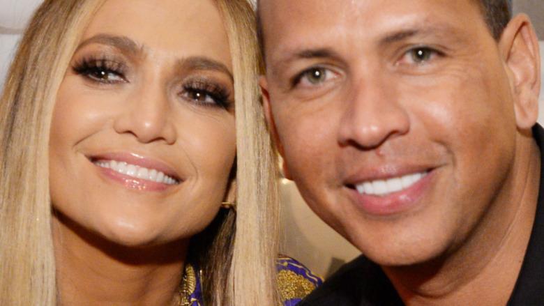 Jennifer Lopez y Alex Rodriguez sonriendo
