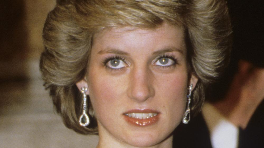 La princesa Diana asiste a la gala