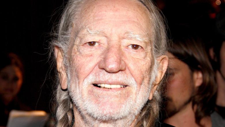 Willie Nelson sonriendo
