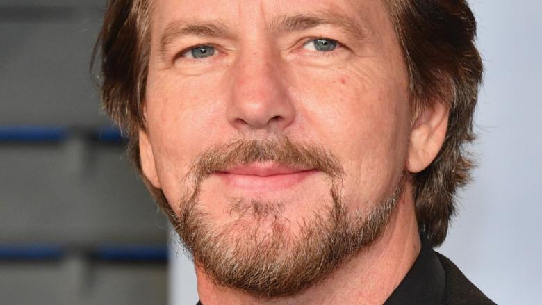 Eddie Vedder actúa en directo en el escenario en Berlín.