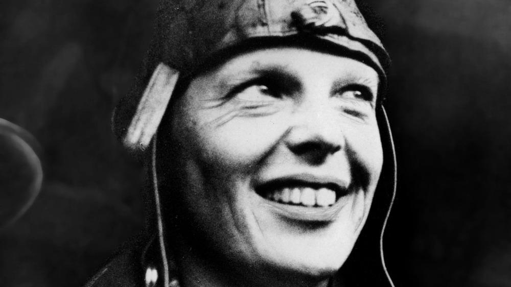 Amelia Earhart en un retrato