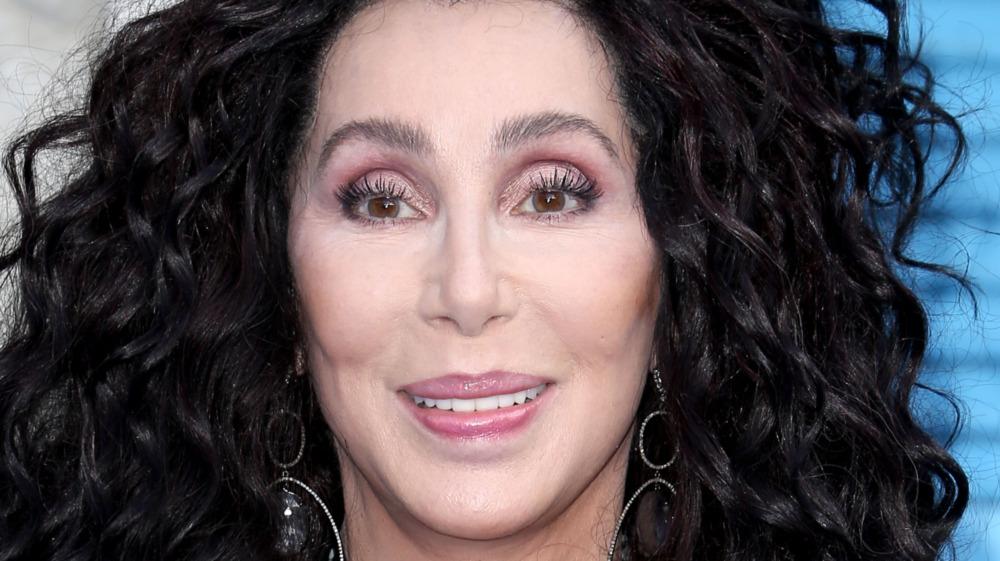 Cher sonriendo
