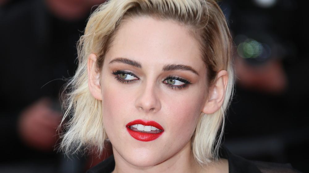 Lápiz labial rojo Kristen Stewart