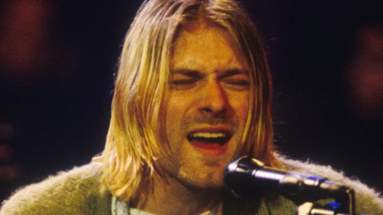 Kurt Cobain actuando