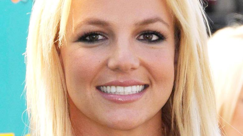 Britney Spears dientes blancos