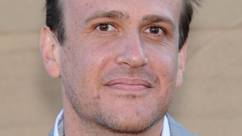 Jason Segel sonriendo