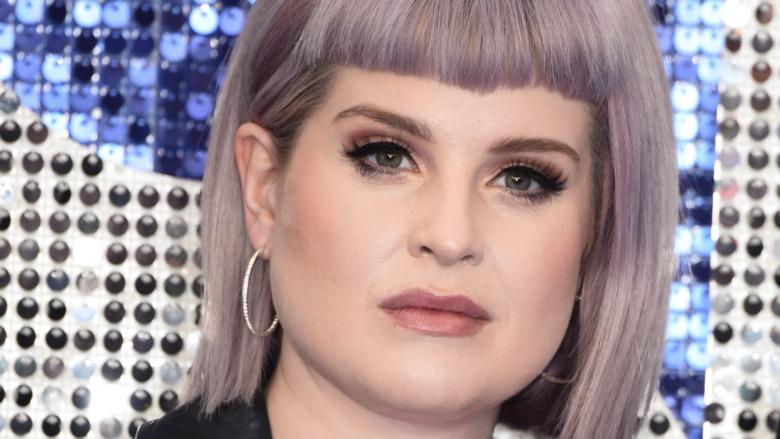 Kelly Osbourne flequillo de pelo morado