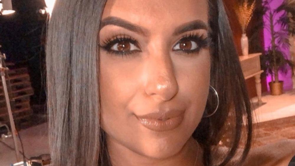 Monica Vaswani posando para selfie