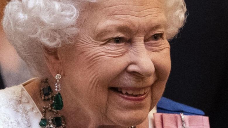 La reina Isabel II visita el Hospital Lister el 14 de junio de 2012