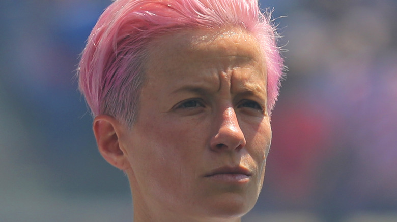 Megan Rapinoe cabello rosa