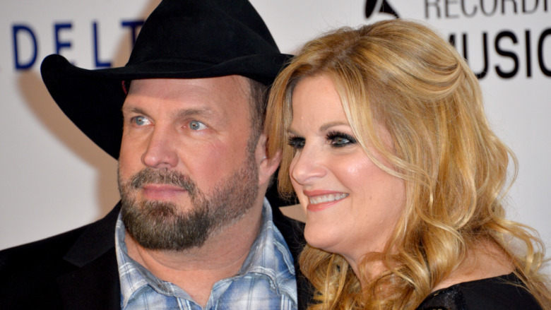 Garth Brooks y Trisha Yearwood en la alfombra roja