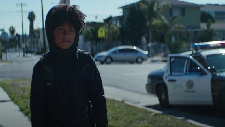 """Imagen del video musical """"Tombstone"""""""