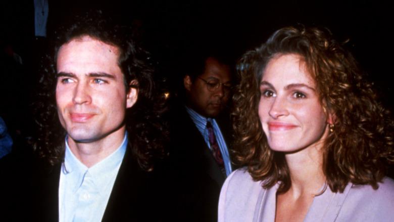 Jason Patric y Julia Roberts sonriendo en 1991