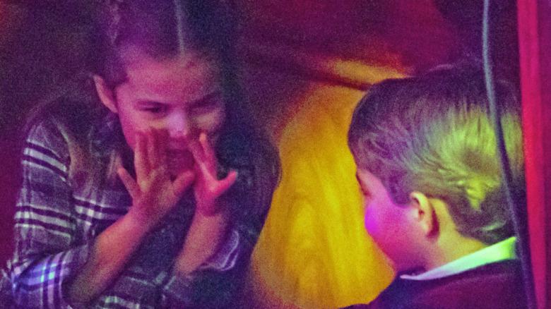 La princesa Charlotte y el príncipe George hablan