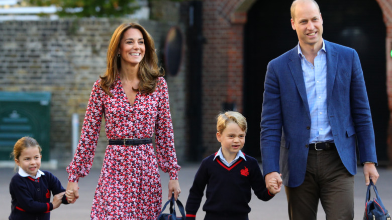 Paseo de la princesa Charlotte, el príncipe George, Kate Middleton y el príncipe William