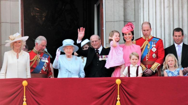 Familia real en el balcón