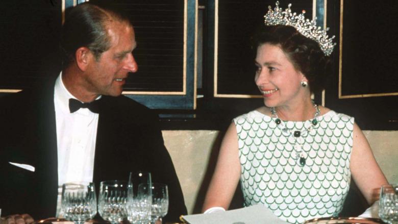 El príncipe Felipe y la reina Isabel cenan juntos