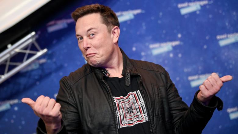 Elon Musk haciendo los pulgares de Fonzie