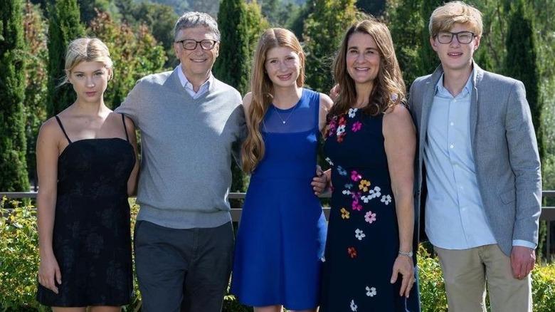 La familia Gates posa para una foto