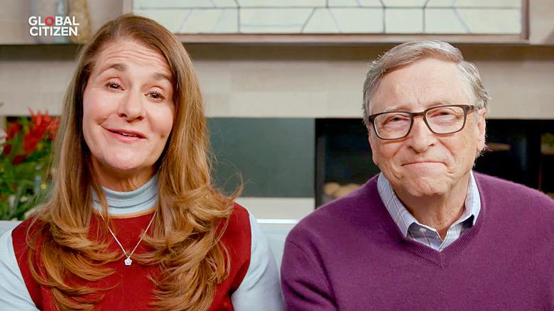 Melinda y Bill Gates hablando