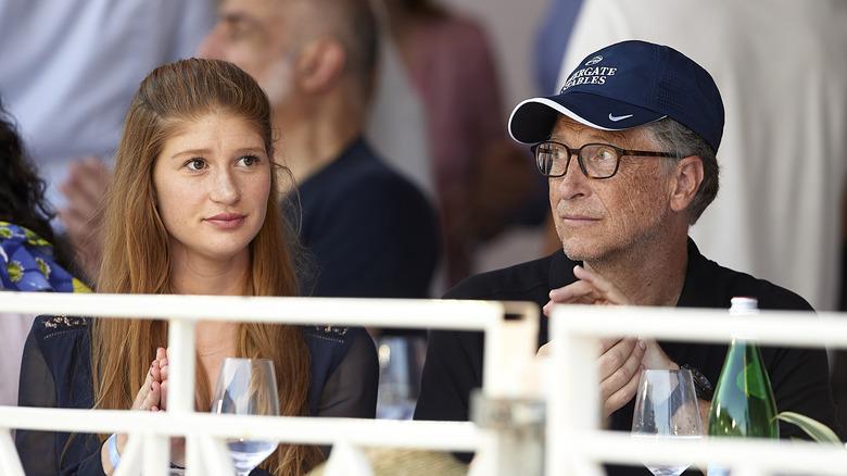 Jennifer Gates y Bill Gates sentados juntos