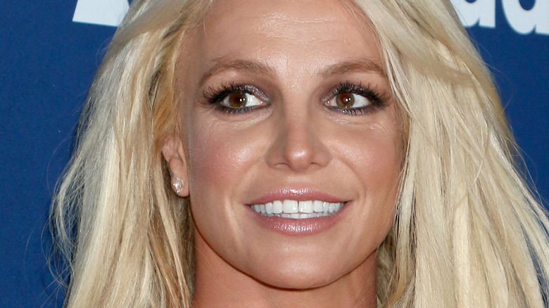 Britney Spears ojo lateral