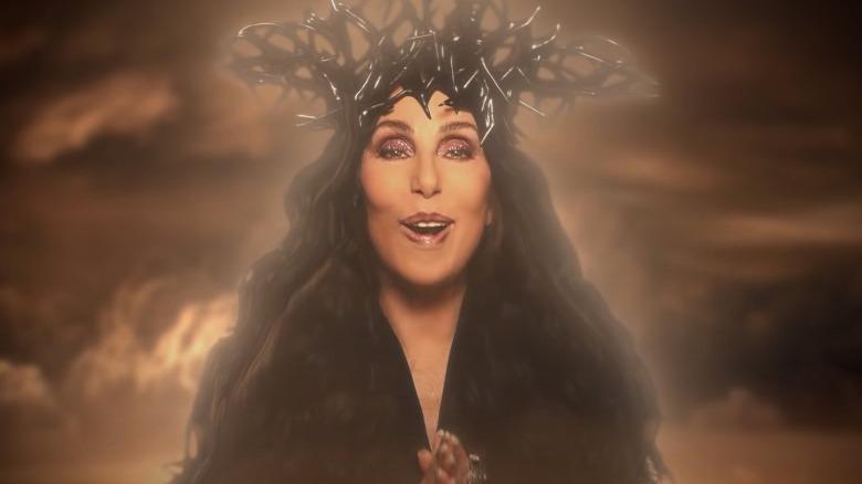 Cher en el vídeo Todo lo que sé hasta ahora de P! NK
