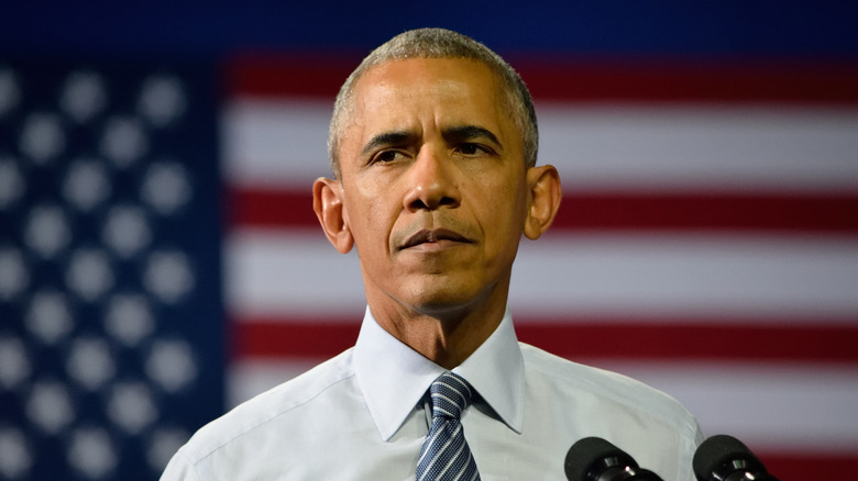 Barack Obama se ve serio