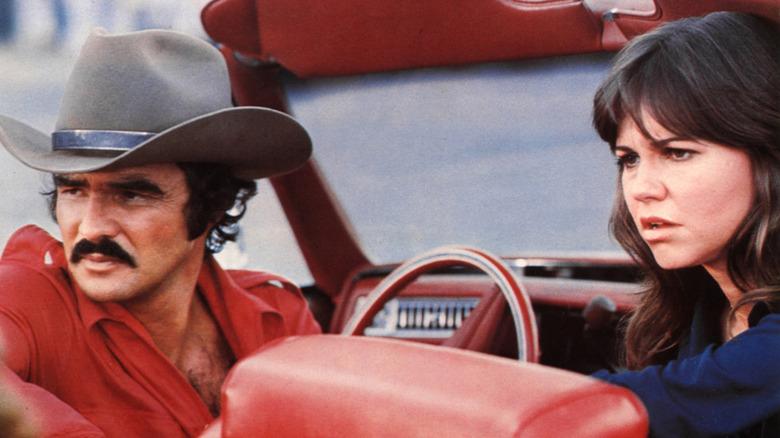 """Sally Field y Burt Reynolds durante una escena de """"Smokey and the Bandit"""""""