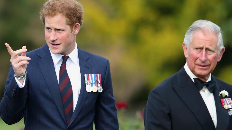 El príncipe Harry y el príncipe Carlos en el evento