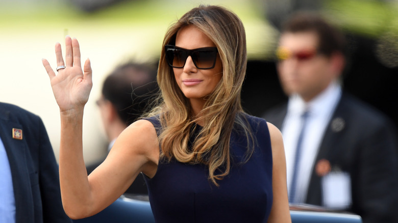 Melania Trump saludando