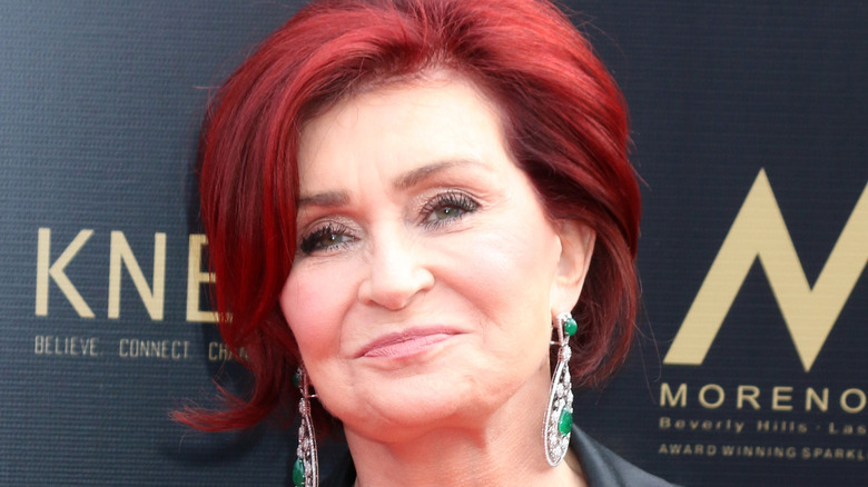 Sharon Osbourne sonriendo