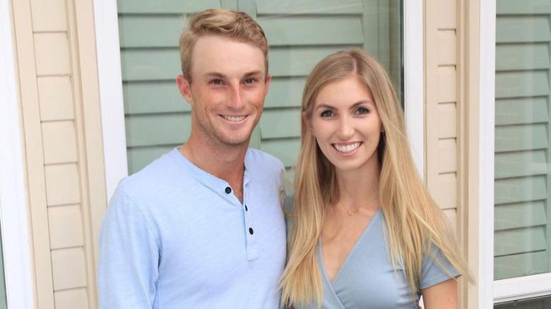 Will Zalatoris y Caitlin Sellers sonriendo juntos