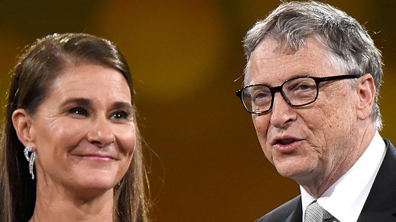 Bill y Melinda Gates hablando en un evento