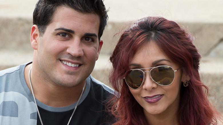 Nicole Polizzi y su esposo Jionni LaValle, ambos sonriendo