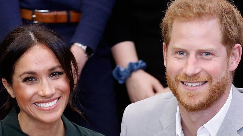 El príncipe Harry y Meghan Markle juntos, sonriendo
