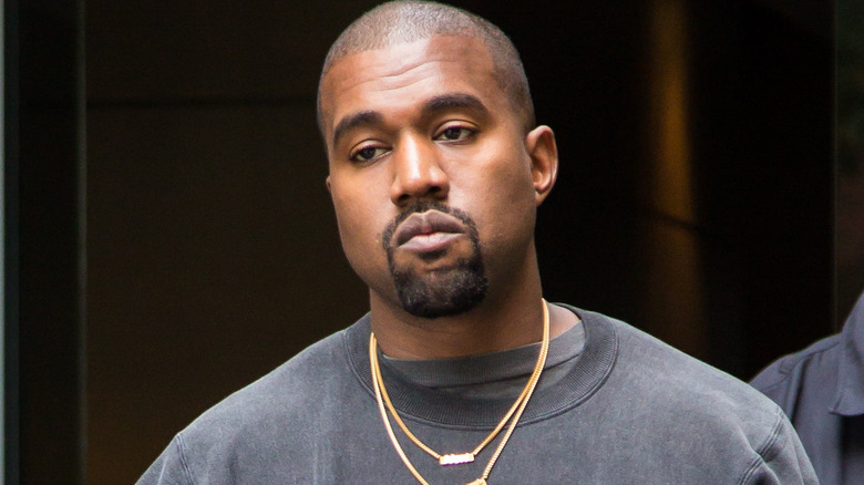 Kanye West luciendo estoico