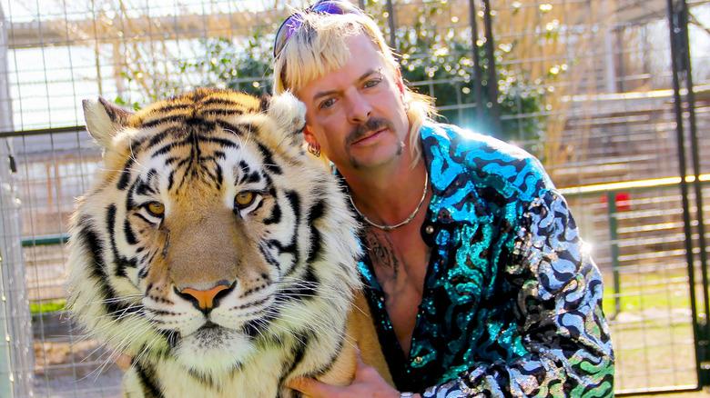 Joe Exotic con tigre