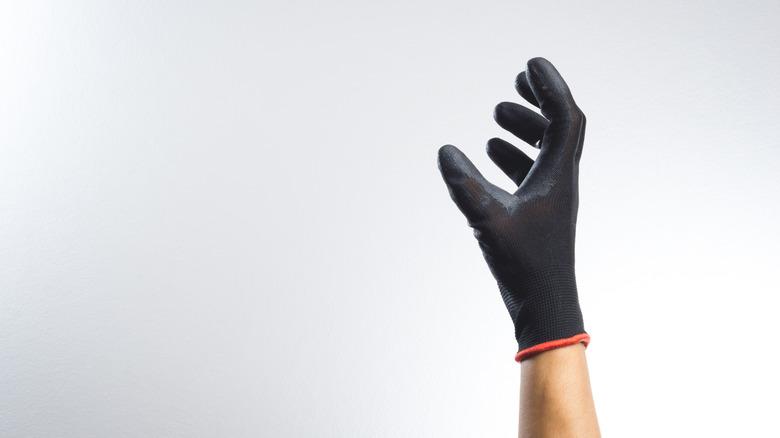 guante de cuero negro