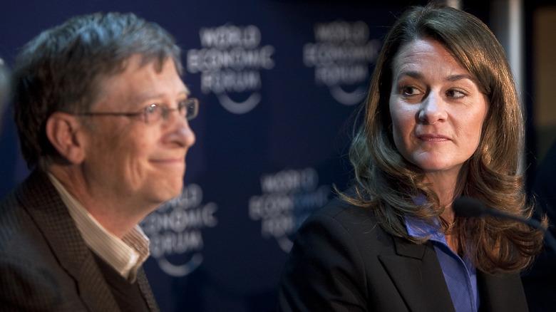 Melinda Gates mirando a Bill Gates
